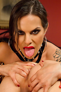 TS Foxxy is a lady of the night fucking all the straight men
