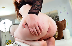 Super hot pale ladyboy Tarynxo fucks Harpers shaved pussy