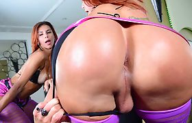 Hot and sexy shemales Fernanda and Gabriela digs each others ass